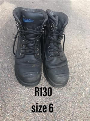 Size 6 black safety shoes