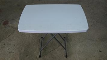 HEIGHT ADJUSTABLE FOLDING TABLE