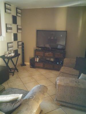 Neat 2 bedroom, 1 bath, 1 garage Duplex