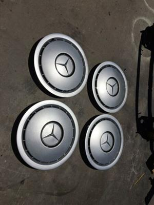 Mercedes-Benz W124/W126 wheel caps in excellent condition.