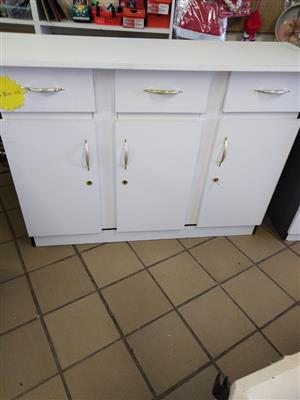 3 door and 3 drawers kitchen unit brand new