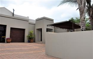 To Let: Unfurnished 3 Bedroom Townhouse in Waterkloof Boulevard Estate, Pretoria.