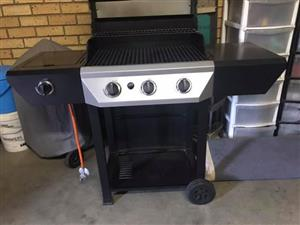 Gas Braai with additional side Burner for pap/bread