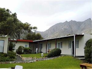 Guest Lodge for sale - Gordonsbay