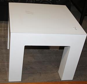 Small white coffee table S031018C #Rosettenvillepawnshop