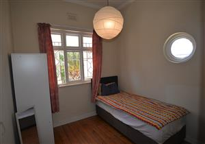 Furnished bedroom in well positioned shared house in Observatory, uncapped fibre WiFi, cleaning service