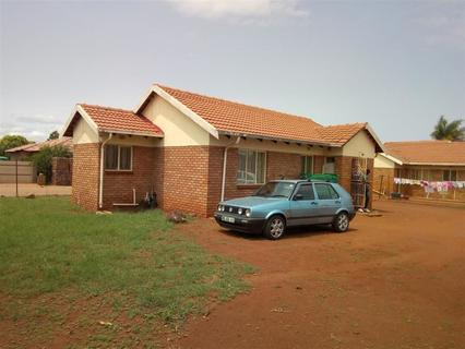 House For Sale in LEBOWAKGOMO ZONE B