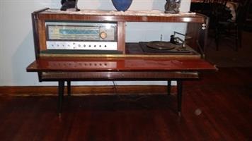 1950's radio & turn table unit