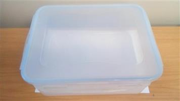 Air tight plastic container x 4