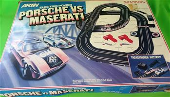 Porsche vs maserati scalectrix