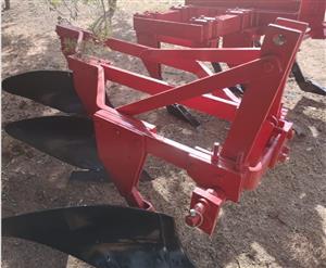 S3134 Red U Make 3 Furrow Frame Plough / 3 Skaar Raam Ploeg Pre-Owned Implement