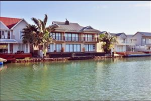 Beautifully home in Marina Martinique Jeffreys Bay