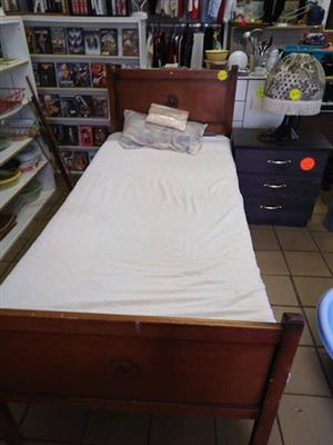 Single wood bed