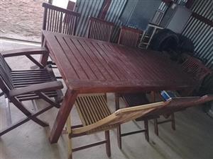 8 sitplek hout patiostel (of naaste aanbod)