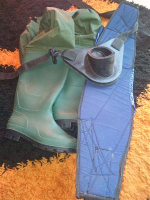 Wayder size 42/6 and fishing bucket