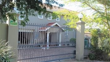 Modern 5 Bedroom House with Swimming Pool for sale in Port Edward.