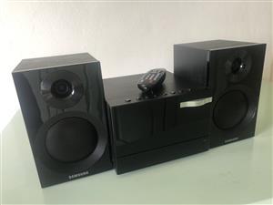 Samsung MM-E320 Micro Sound system