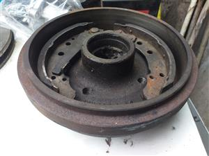 VW-GOLF - JETTA  -  CITI  1.4 -  2004  -  REAR  BRAKE  DRUMS  WITH   SHOES   -   VERY  GOOD  CONDI
