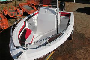 EXPRESSION 520 BRAND NEW WITH 115HP MERCURY 4 STROKE