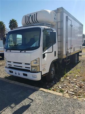2010 Isuzu NPR400 AMT, Fridge unit is Transfrig MT300