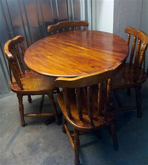 Round Table & 4 Chair Dining Room / Kitchen Set