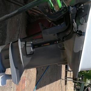 9.9hp Evinrude outboard motor
