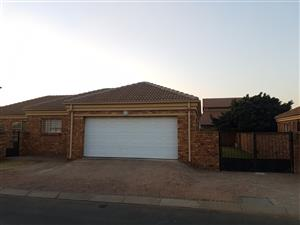 Very neat 3 Bedroom House in Ravenswood to rent.