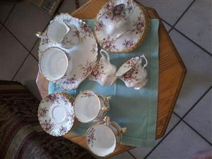 24 Piece Royal Albert Tea Set COTTAGE GARDEN