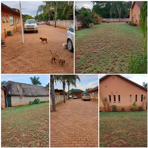3 Bedroom, 2bathrooms, swimming pool, lapa, self contained flat