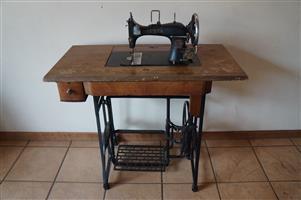 Rare Vesta L.O. Dietrich Altenburg treadle sewing machine