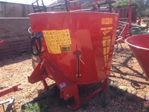 S3147 Yellow Soilmaster Vertical Feed Mixer 2 Cube With 22kW