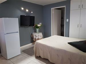 Bachelor Flat, Camps Bay, Rent R6,300 per month, available immediately, furnished, new, excellent security, incl many extras
