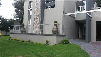 Hurlingham - Upmarket 2 bedrooms 1 bathroom cottage available R10000