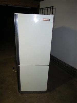 Indesit Double door fridge/ freezer 430L
