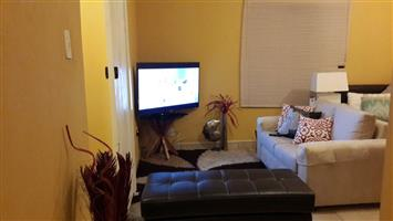 Exquisite Bachelor apartment @ Clayville
