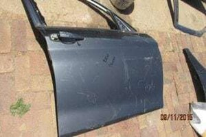 BMW 1 SERIES RIGHT FRONT DOOR SHELL -USED