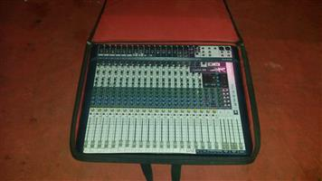 Soundcraft Signature 22 channel, parametric eq and 4 aux, 2 efects.in good condition with padded bag. Retail R18 000.  Only R 9000  Henry - 072 187 2986