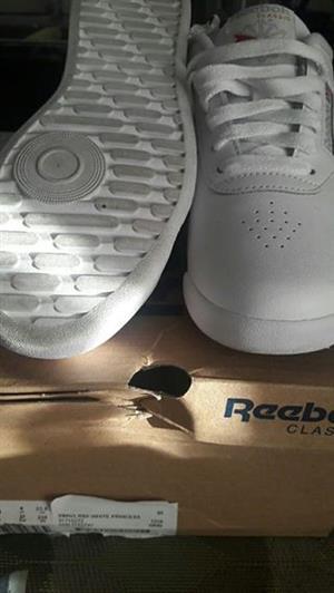 Reebok takkie for sale