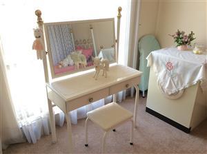 Four piece Bedroom suite.