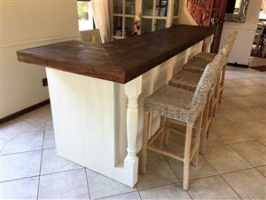 Bar Counter Chunky Farmhouse series 3000 L-shape with turned legs - Two toned