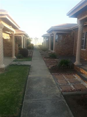 AVAILABLE 1ST AUGUST! 2Bed, 1Bath Townhouse To Let In Siesta Villa, Van Dyk Park, Boksburg!