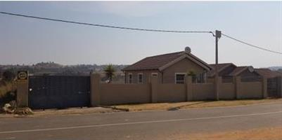 3 bedroom house for sale in fleurhof close to main reef