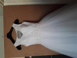 Size 28-32 Wedding dress for sale