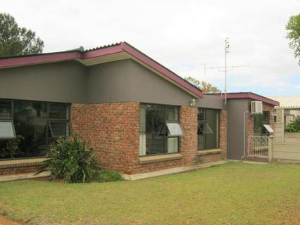 House  For sale in Retief