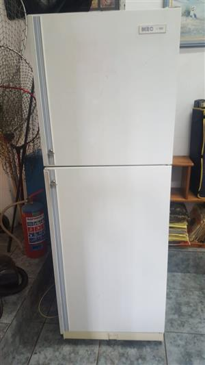 KIC Fridge Freezer 475 liter  In prestine working condition