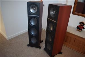 KEF Q900 LOUDSPEAKERS AND Q600 CENTRE LOUDSPEAKER