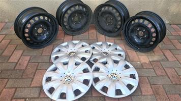 VW Touran rims plys wheel caps