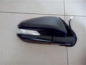 TOYOTA FORTUNER 16/18 BRAND NEW DOOR MIRRORS ELECTIC WITH INDICATOR AUTOMATIC FOLDING FORSALE R1600