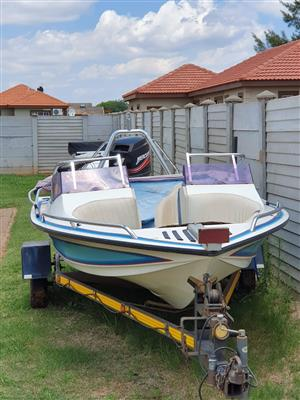 BOAT FOR SALE BOW RIDER XTASI 60HP MERCURY (MAKE AN OFFER NEGOTIABLE)