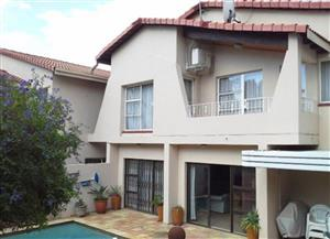 4 Bedrooms Townhouse-villa for sale in a Boomed area in Bruma